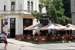 BEZ NÁLEPKY. Restaurace Sherlock Holmes na Jakubském náměstí je kuřácká.