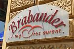 S NÁLEPKOU. Restaurace Brabander v Joštově ulici má oddělený prostor pro kouření.