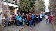 Končící výstava exotických motýlů a orchidejí v brněnském arboretu. Zájem byl v sobotu velký, lidé u vchodu stáli fronty.