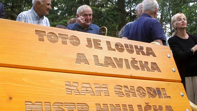 Brno 15.6.2020 - odhalení lavičky Jaromíra Hniličky na louce U Buku