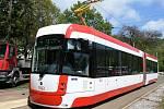 Druhý Drak, nová šalina z projektu Tramvaj pro Brno, jezdí ulicemi.