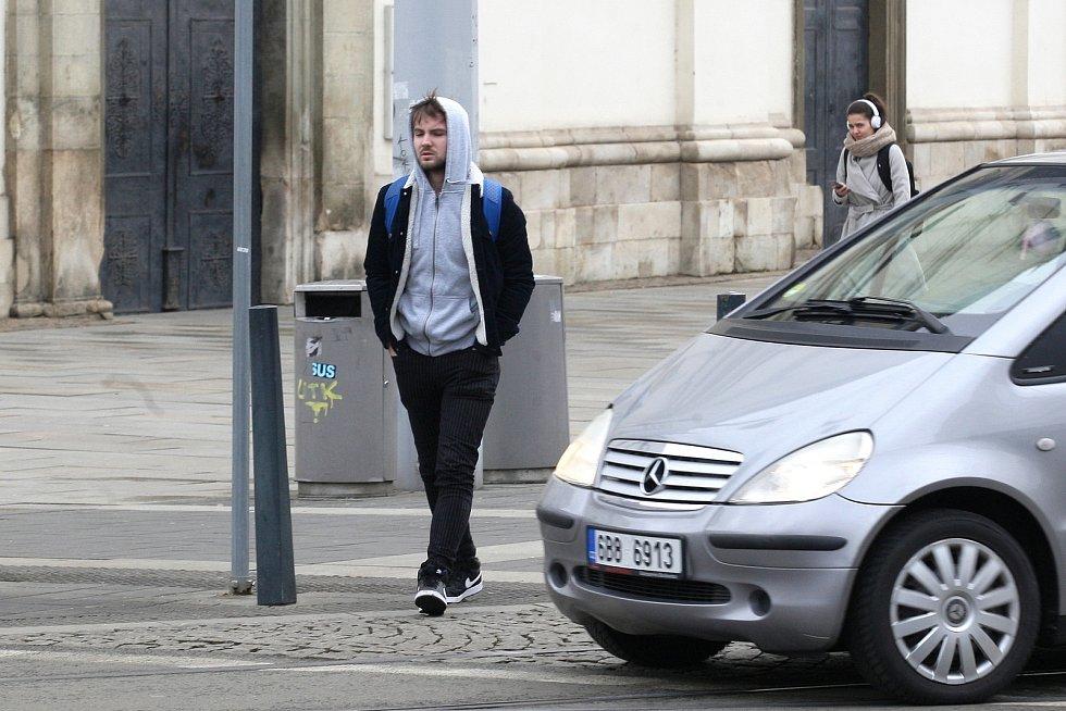 Brno, Moravské náměstí 4.2.2020 - preventivní akce Policie ČR zaměřeníá na viditelnost chodců v silniční dopravě