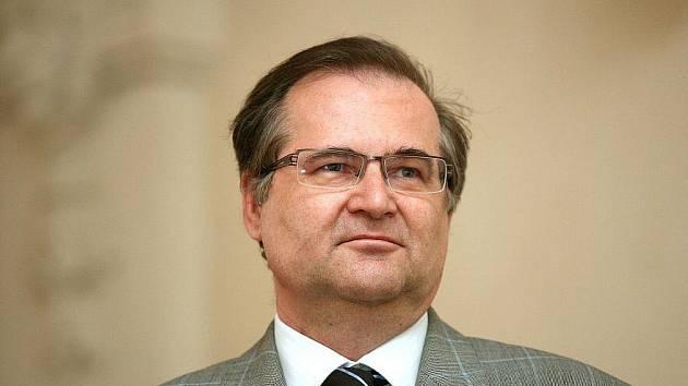 Profesor Břetislav Horyna, obžalovaný z toho, že vyhrožoval přes emaily svému kolegovi, se vrací k Městskému soudu v Brně.