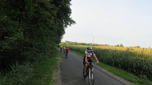 Cyklisté se mohou těšit na novou cyklostezku.