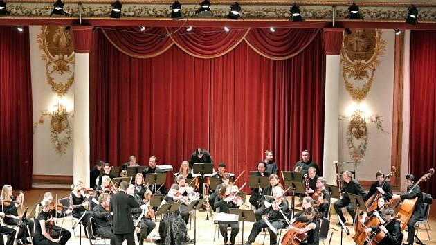 """Haydnův sál na zámku v Eisenstadtu a koncert souboru Kremerata Baltica a """"dechů"""" Filharmonie Brno."""