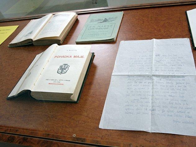 Výstavu věnovanou osudům Aloise a Viléma Mrštíků zahájil Památník písemnictví na Moravě.