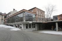 PROSKLENÉ ATRIUM. Jedním z architektonických prvků vznikající stavby v ulici Milady Horákové je prosklená terasa nabízející výhled na Brno. Někteří lidé žijící nebo pracující v okolí by v ní rádi viděli kavárnu, popřípadě restauraci.