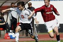 Fotbalista Zdeněk Folprecht ze Sparty (vpravo).