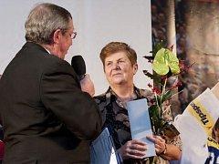 Snímek z roku 2012, kdy Libuše Loukotová obdržela ocenění Fair play za celoživotní sportovní a trenérkou činnost.