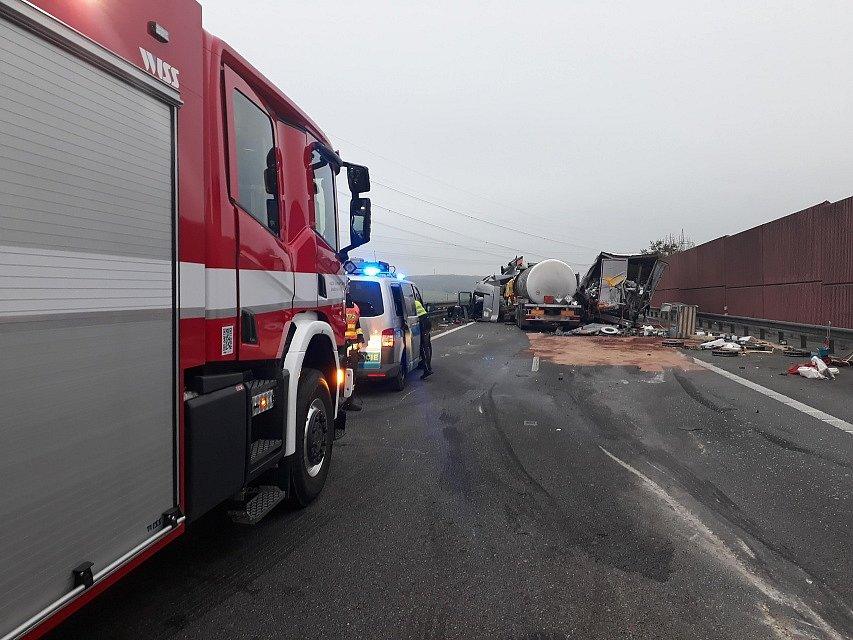 Páteční nehoda kamionů uzavřela dálnici D1 ve směru na Brno.
