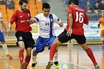 Futsalisté brněnského Tanga (v bílém) poprvé porazili mistrovskou Chrudim.