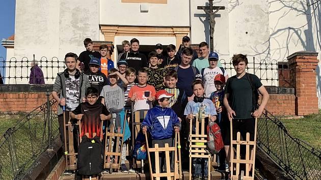 Tradiční hrkání dodrží děti z Branišovic na Brněnsku i letos. Hrkači dostanou respirátory a budou v rozestupech od sebe.