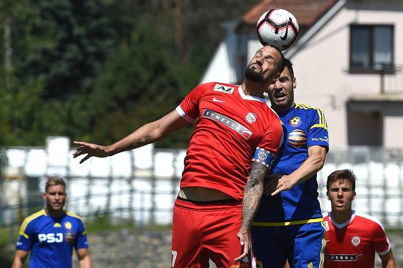 Přípravný zápas mezi Zbrojovkou Brno (červená - Lukáš Magera) a Jihlavou (modrá)