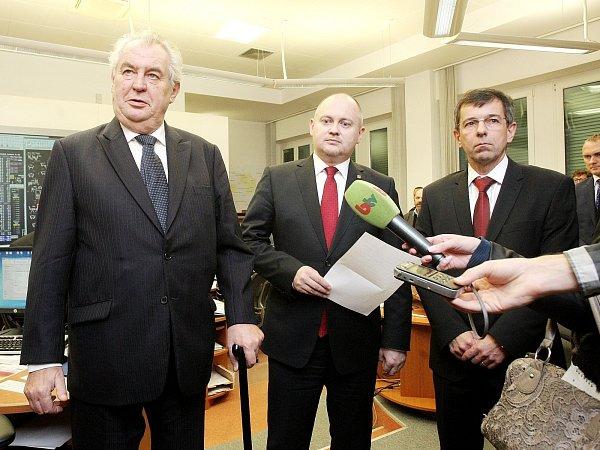 Prezident Miloš Zeman společně shejtmanem Jihomoravského kraje Michalem Haškem na zasedání krizového štábu.