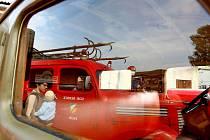 Historické trolejbusy a autobusy společně s hasičskou či vojenskou technikou a osobními auty nebo motorkami vyjely o víkendu ven na parkoviště u depozitáře brněnského Technického muzea.