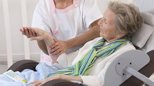 Senioři budou relaxovat v masážním křesle