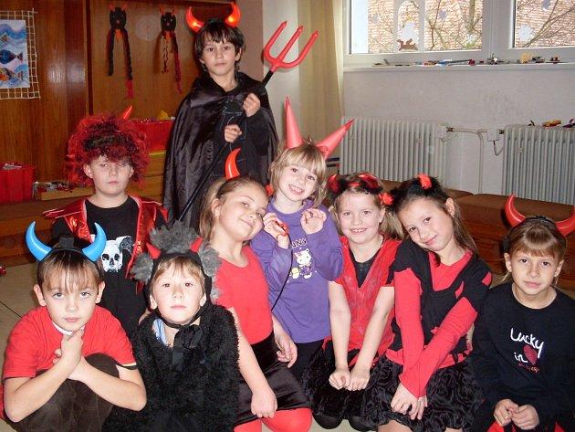 Každý rok máme tradiční Čertovskou diskotéku a mikulášské nadělování dobrot ve školní družině Sušilova v Boskovicích. Odpoledne máme ve spolupráci se studentkami místní střední pedagogické školy, které k nám pravidelně chodí na souvislou praxi.
