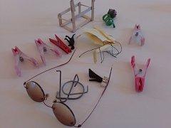 Vandalové strkají do brněnského orloje záchytné pasti na zachytávání kuliček. Využívají k tomu i sluneční brýle, klíče od auta či orgiami.