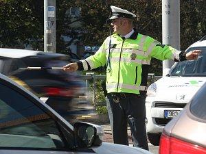 Rychlá jízda i řízení provozu. Soutěž dopravních policistů vyhrál Jihomoravan