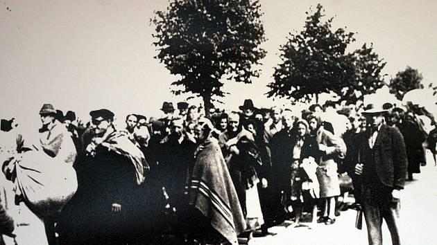 Fotografie z Muzeua bezpráví povýšeného na zákon