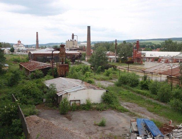 VRájci-Jestřebí se na více než osmdesáti tisících metrech čtverečních rozkládá zchátralý areál. Ten byl vminulosti součástí Jihomoravských dřevařských závodů.