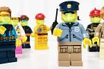 Brněnští architekti z kanceláře Hua Hua přišli s projektem roušky pro Lego postavičku.