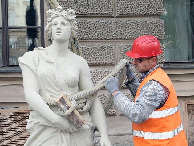 Vrácení soch na Ústavní soud v Brně.