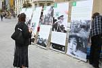 Osud Syřanů, kteří jsou vězni v občanské válce, není lhostejný jejich krajanům v České republice. Připravili putovní výstavu fotografií, která připomíná násilí, jehož se na zatčených dopustil režim syrského prezidenta Bašára Asada.