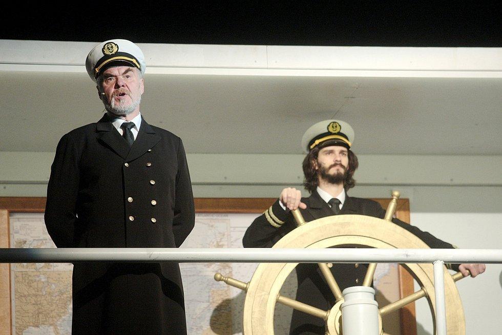 Poprvé v kostýmech a s doladěním posledních detailů hostila v pondělí Hudební scéna Městského divadla Brno chystaný muzikál Titanic. V české premiéře Městské divadlo inscenaci uvede tuto sobotu večer.