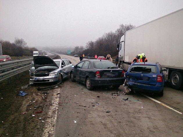 Hromadná nehoda na dálnici D1 u Podolí na Brněnsku.