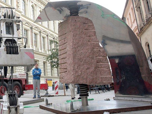 Přehlídka soch mizí z brněnských ulic.