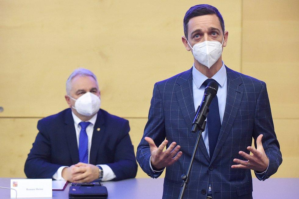 Zastupitelstvo Jihomoravského kraje zvolilo nového hejtmana Jana Grolicha.