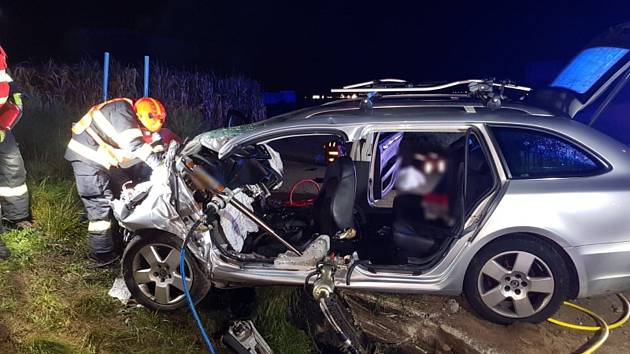 V noci na pondělí šestnáctého září se u Pohořelic na Brněnsku stala vážná nehoda. Při čelním nárazu auta do betonového mostku se zranili čtyři lidé.