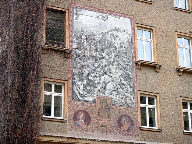 Sgrafito na fasádě domu na nároží ulice Smetanovy a Botanické v Brně