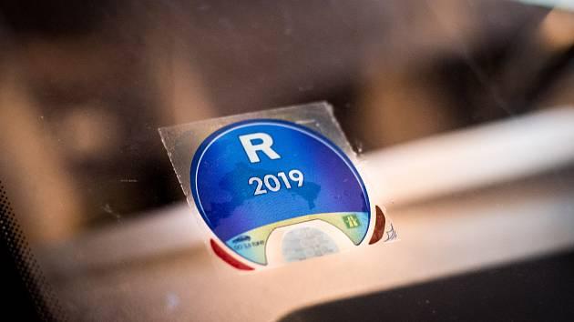 Dálniční známka pro rok 2019. Ilustrační foto.