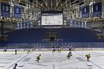 Hokejisté Komety odehráli extraligový ročník před prázdnými tribunami.