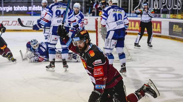 Hokejistům Komety nevyšel ani druhý zápas sezony v pražské O2 areně.