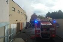 Ve Slavkovské ulici v brněnské Slatině v úterý hořely garáže.