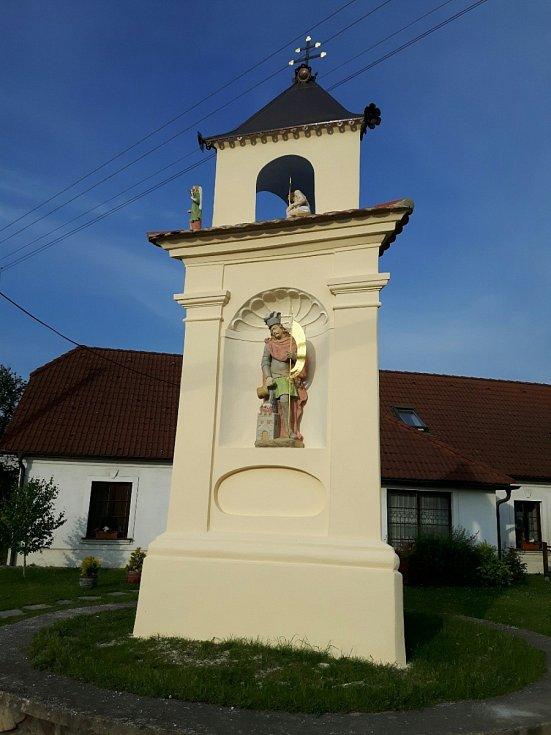 Boží muka tzv. Floriánek Jevišovice. Trojboká poklona byla kompletně zrestaurována. Barokní památka je pozoruhodná sochařskou výzdobou.