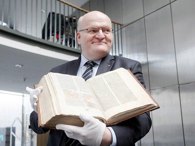 Písně z klatovského kancionálu z 15. století v pondělí provázely představení prvotisku Bible kutnohorské z roku 1489, kterou do svých sbírek převzala Moravská zemská knihovna v Brně.