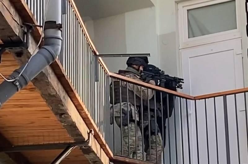 Muž v bytě ve Václavské ulici v Brně vyhrožoval zabitím rukojmí.