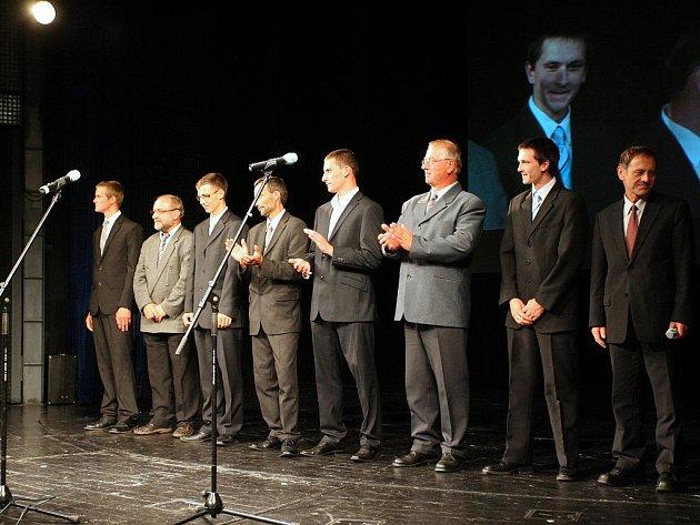 Nejúspěšnější učni z dvaceti oborů převzali v brněnském divadle Reduta zlatou plaketu Českých ručiček. Je mezi nimi i čtveřice z jihomoravských učilišť.