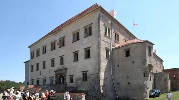 Zámek v Dolních Kounicích.