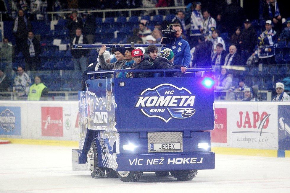 Hokejisté brněnské Komety (v bílém) porazili Hradec Králové 2:1.