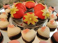Výstavu o vývoji cukrářství a historii cukráren zahájil letohrádek Mitrovských na Starém Brně. Expozice návštěvníky seznamuje jak s oblíbenými brněnskými cukrárnami, například Dorotíkovou, Tomanovou nebo Kolbabovou, tak s výrobou cukrovinek první poloviny