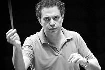 Dirigent Michalis Economou.