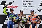 Deštivá Velká cena České republiky. Cal Crutchlow, Valentino Rossi, Marc Márquez.