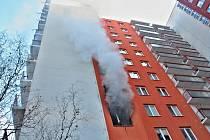 V plamenech skončil ve středu ráno panelákový byt na sídlišti Vinohrady.