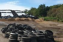 Podobná skládka nebezpečného odpadu v Rajhradu.