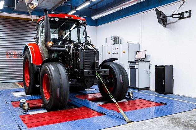 Výroba traktoru Zetor.